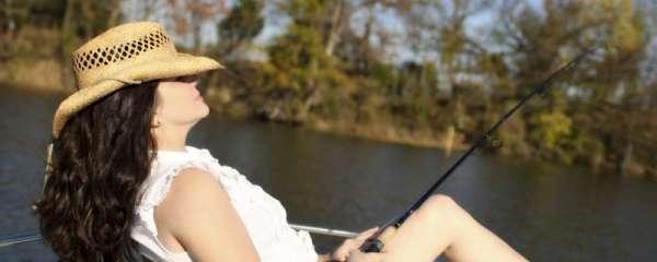 夏天钓鱼用腥还是用香,用什么鱼饵好