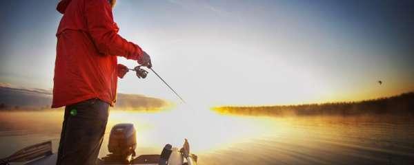 什么天气适合钓淡水鲈鱼,用什么饵钓成功率高