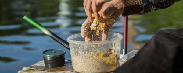 夏天钓鱼用什么味型的饵料,用什么窝料