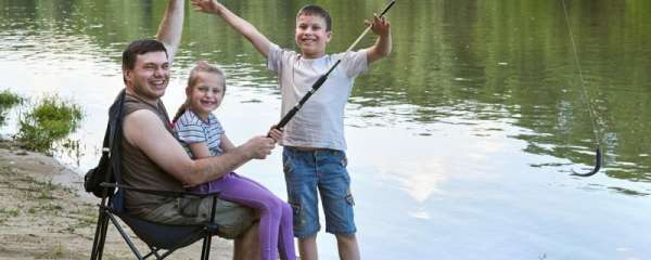 下雨天钓鱼应该钓深水还是浅水,鱼口好吗